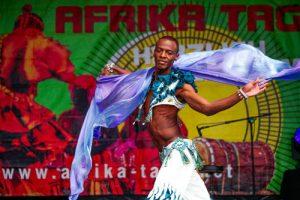 male belly dance auf den Afrika Tage München